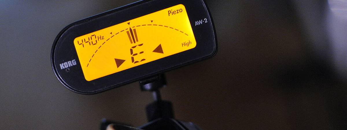 Are you going to buy a guitar tuner? Read here on where you should pay attention to [Tuners starting at €10,-]