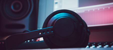 Want to buy DJ headphones? Read this first!