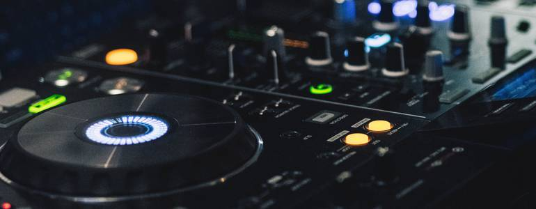 All-in-one DJ Controller
