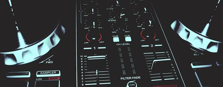 Want to buy a Pioneer DJ Set? Read everything you need to know here!