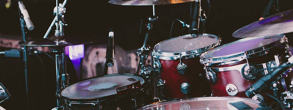 What should I pay attention to when buying a cheap drum kit